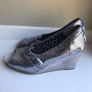 Toms sequin wedge sandals silver sz 7.5 peep toe